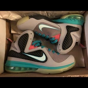 Size 7Y Lebron South Beach 9's